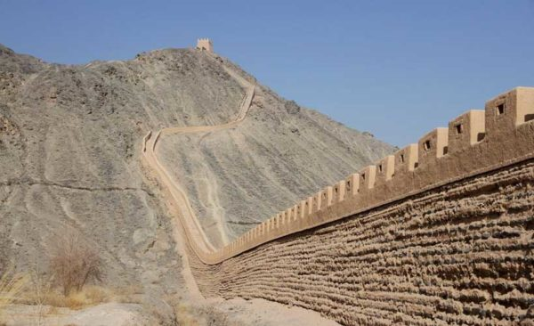 China-Ganzu-Overhanging-Great-Wall-Jiayuguan