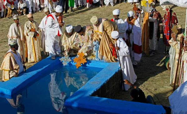 Ethiopia-Timkat-Festival-priests-blessing-water