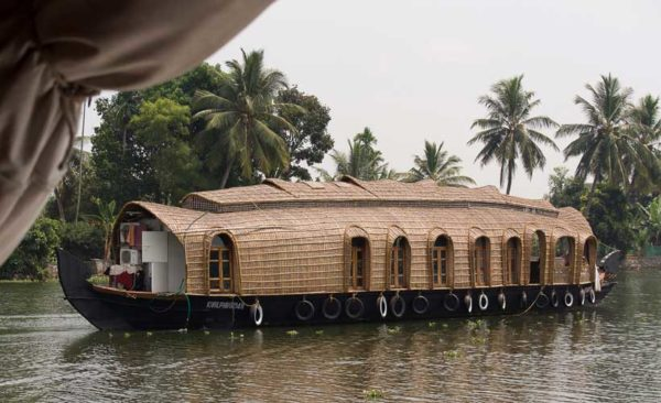 India-houseboat-back-waters