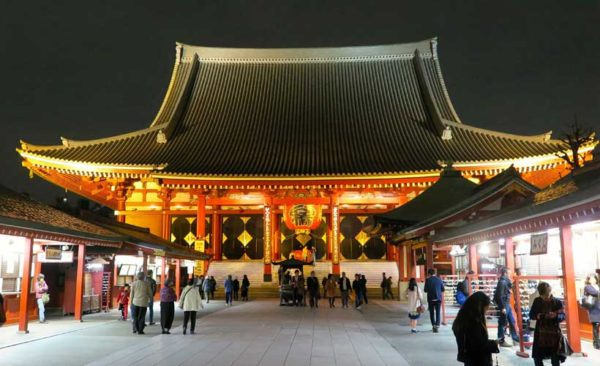 Japan-Sensoji-temple-at-night