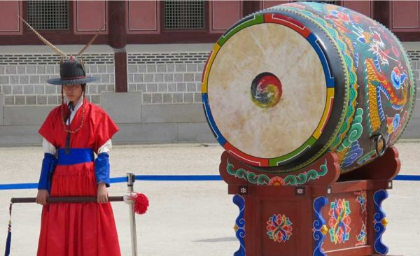 South-korea-giant-painted-drum-man-traditional-clothing