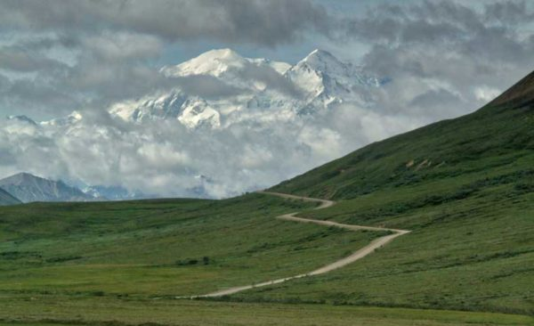 Alaska-Denali-National-Park-snow-capped-mountain