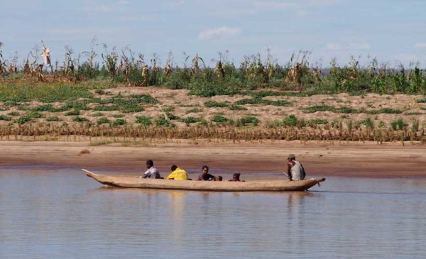 Madagascar-river-crossing