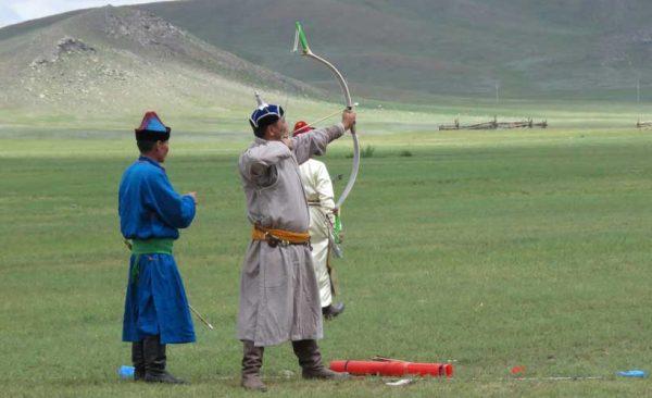 Mongolia-Naadam-archery