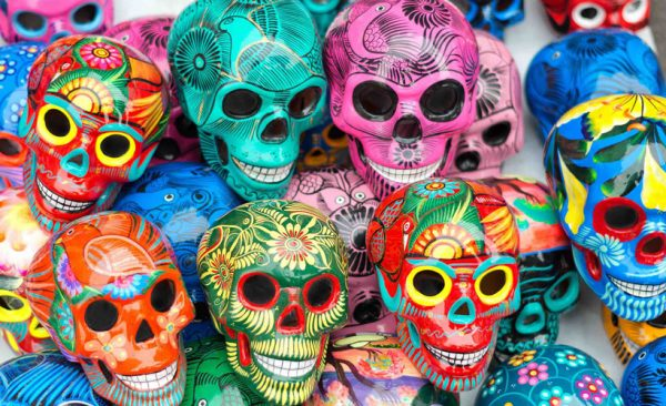 Decorative-skulls-in-market-Mexico