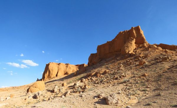 Mongolia-flaming-cliffs-scenery