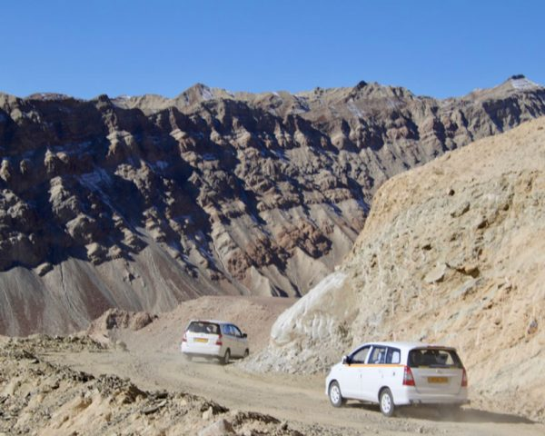 Vehicles-ascending-the-Mountain-roads