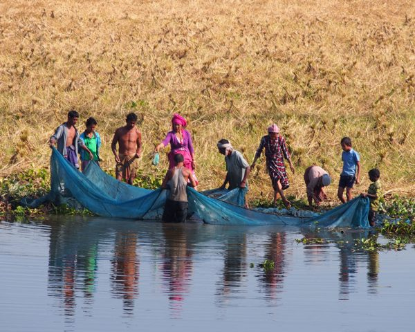 Family-fishing-on-the-rivers-edge-Majuli-Assam