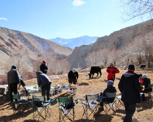 Getting-set-up-at-the-viewing-position-in-Leh