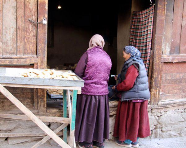 Leh-ladies-at-the-market